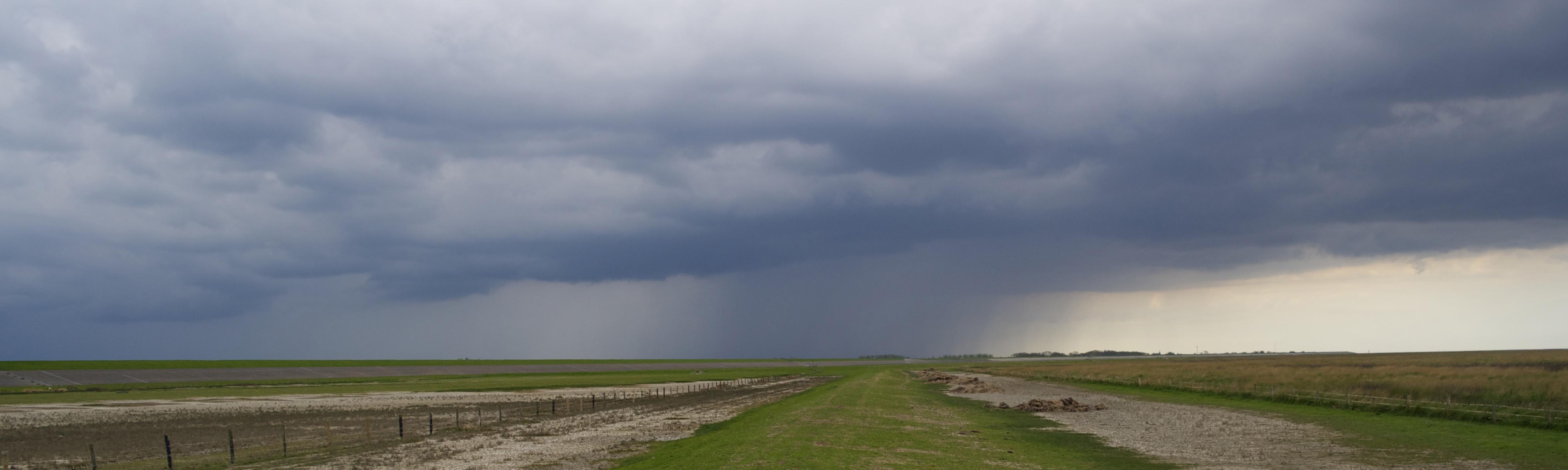 wolkenlandschap Lauwersoog Lauwersmeer Wadden