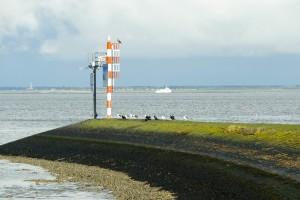 Haven_Lauwersoog_zicht_naar_zee_met_pier